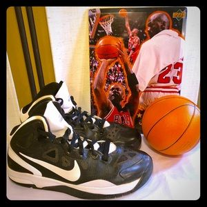 """Nike Youth size 6.5 """"Hyper Guard Up"""" extra clean!"""